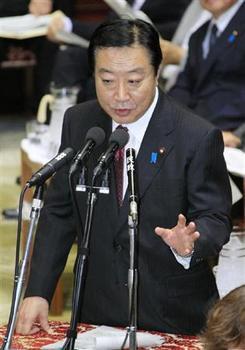 答弁する野田首相.jpg